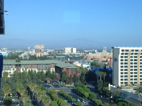 Disneyland Hotel : view from the frontier tower balcony (off the elevators)