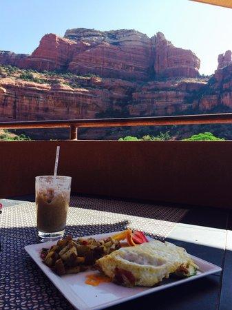 Enchantment Resort: breakfast pool side