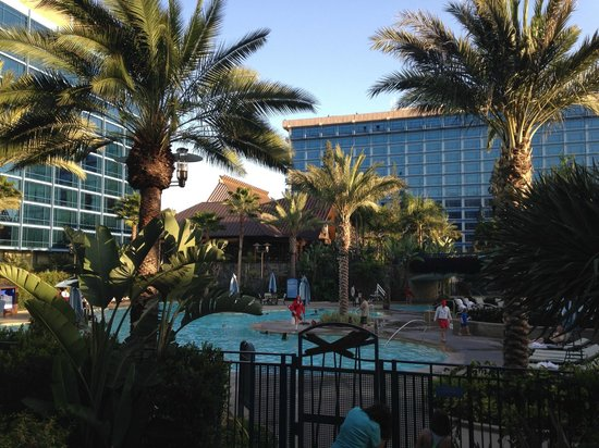 Disneyland Hotel : Hotel at its best time - 6.15 pm