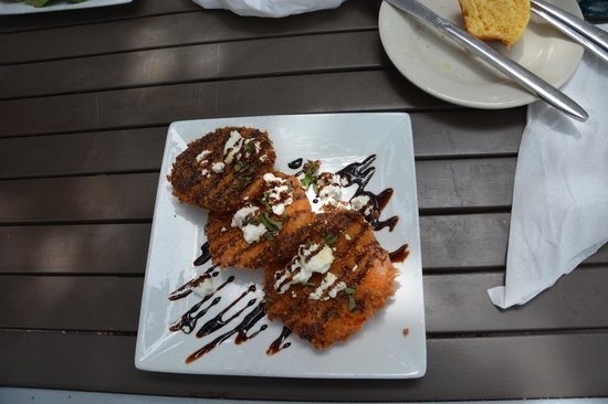 Ballyhoo's Historic Seafood Grille: Pink fried tomatoes