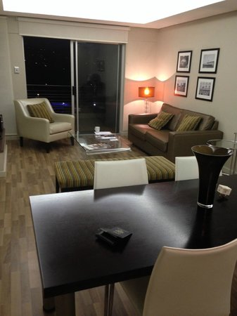 Genesis All-Suite Hotel : lounge