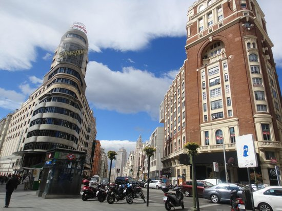 Emperador Hotel Madrid : Pres de l'hotel ,Gran Via