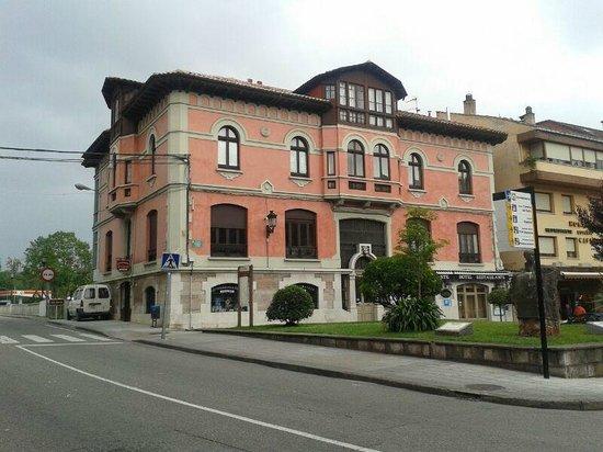 Hotel Casona Del Sella: Frontal hotel
