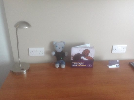 Premier Inn Weston-Super-Mare East (A370) Hotel : Desk