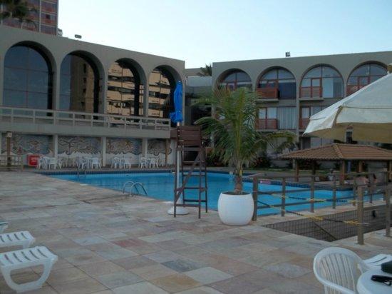 Bahia Othon Palace: Área da piscina.