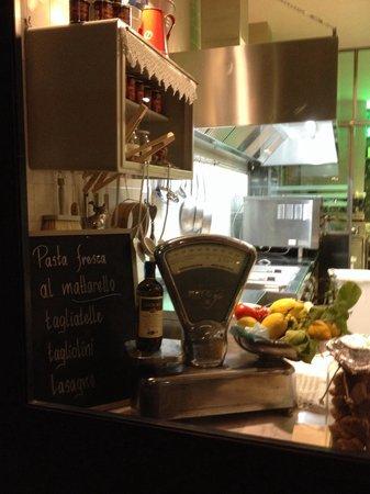 Ristorante Pescheria San Pietro : Cozinha 1, de frente para a Via