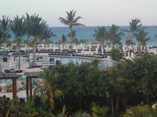 Secrets Maroma Beach Riviera Cancun: View of pool/beach from room