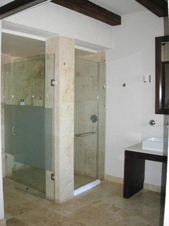 Kapama River Lodge: Compartimentos para a Ducha e do vaso sanitários