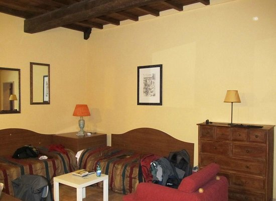 Boutique Hotel Campo de Fiori: The living room with two couch / beds
