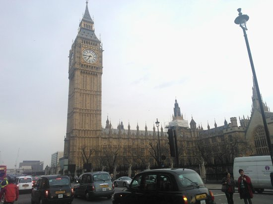 Palais de Westminster : Ao lado do Big Ben