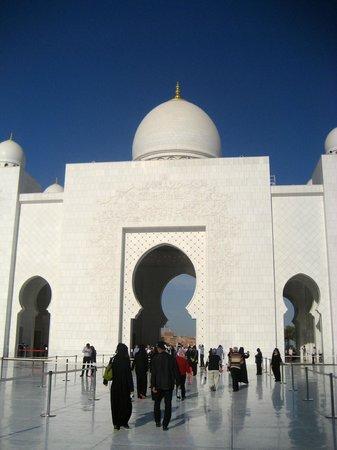 Mezquita Sheikh Zayed: Courtyard view