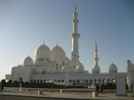 Mezquita Sheikh Zayed: View from the road