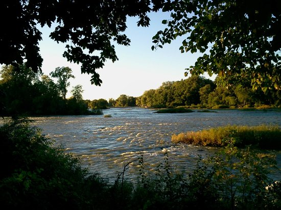 Mill House Bed and Breakfast: The beautiful Maumee River behind The Mill House