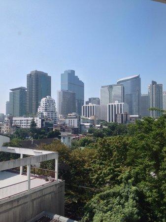 Le Siam Hotel: ホテルの宿泊階から撮った景色です。 ギラギラ暑い一日になりそうです。