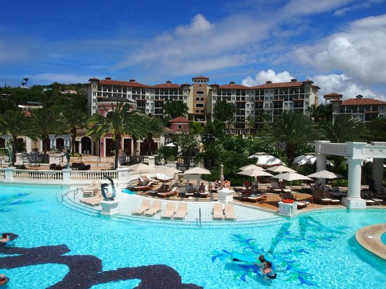 Sandals Grande Antigua Resort & Spa : view of the med side hotel near the large pool