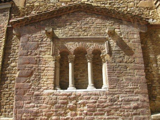 Iglesia de San Tirso El Real: Parte del exterior.