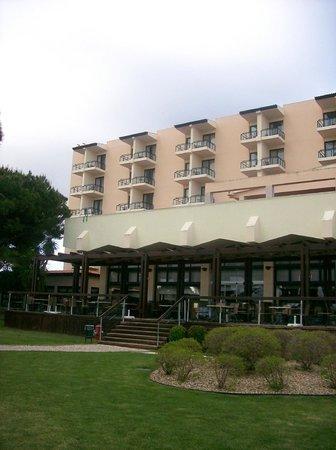 Pestana Dom Joao II: Part view of hotel from garden