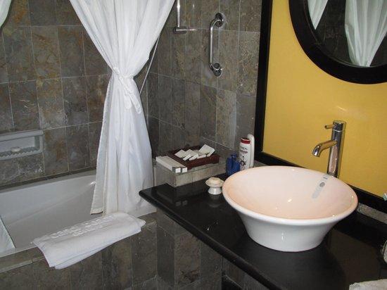 Candi Beach Resort & Spa: バスルーム