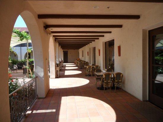 Ponte Vineyard Inn : to the rooms