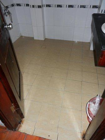 Royal View Hotel: Bad bathroom