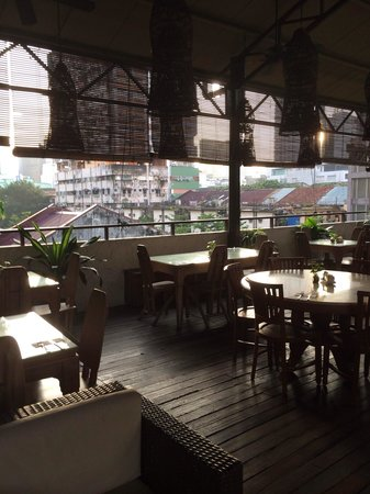 Anggun Boutique Hotel : Roof top for breakfast