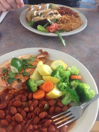 Reata Restaurant: Yum! FYI I substituted the mashed potatoes for the beans. Still tasty!! Thank you to our waiter
