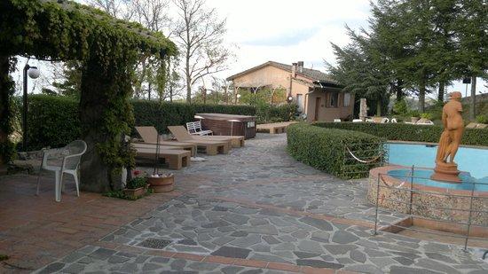 Hotel Prategiano - Maremma Toscana: Zona relax piscina