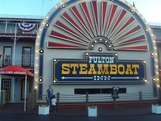 Fulton Steamboat Inn: front entrance
