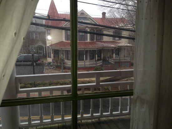 Lafayette Inn and Restaurant: View from Monroe Room upon arrival