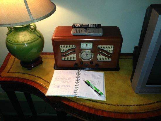 Lafayette Inn and Restaurant : Radio, guest notebook