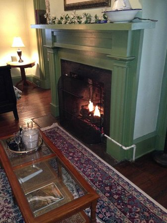 Lafayette Inn and Restaurant: Gas Fireplace - Monroe Room