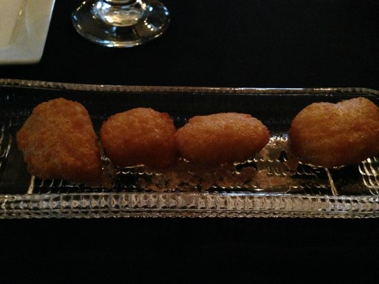 Lafayette Inn and Restaurant : Corn Fritters in Cinnamon Honey Butter