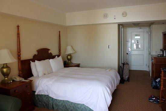 Hilton Hawaiian Village Waikiki Beach Resort : Oceanview room Kalia 21st floor