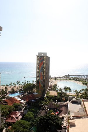 Hilton Hawaiian Village Waikiki Beach Resort : View lookingstraight ahead