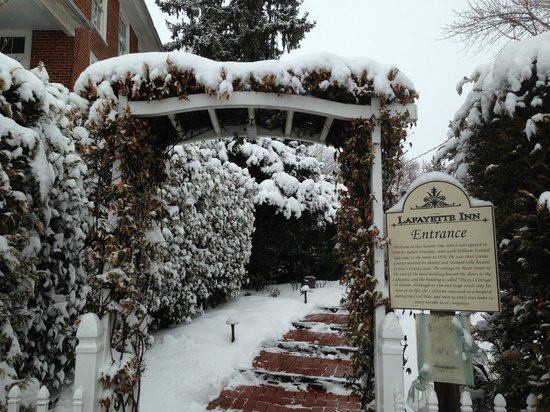 Lafayette Inn and Restaurant : Gorgeous entrance upon departure
