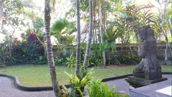 The Royal Pita Maha: Royal House garden
