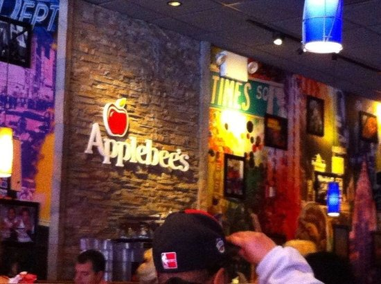 Applebee's : Crowded...with sports channels