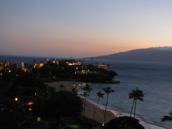 Royal Lahaina Resort : From balcony at dusk