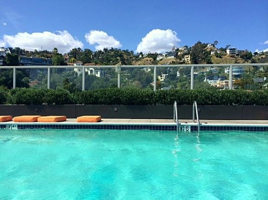 Andaz West Hollywood: Roof top pool is excellent!