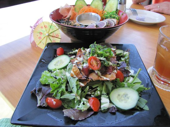 Lahaina Fish Co: Lunch dishes, Ahi Tuna above, and Poke salad below