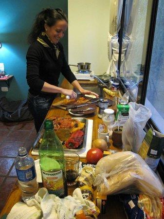 Ruca Lemu  Apart - Cabanas : cocinando en la propia cabaña
