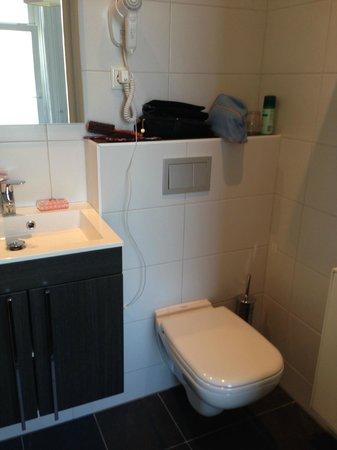 Hotel van Dijk: Bath