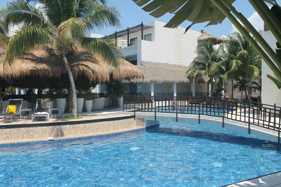 Azul Beach Hotel : One of the many little swimming areas at the Azul Beach Resort