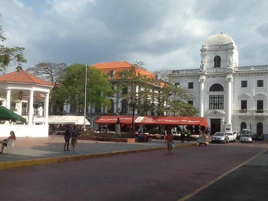Casa Blanca: Vista da Praça com o restaurante