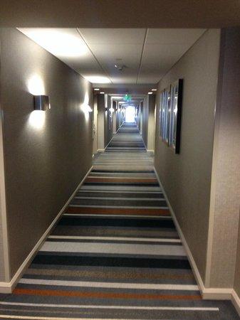 Grand Hyatt DFW: Hotel Hallways