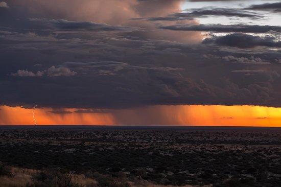 Tswalu Kalahari Reserve: Wonderful storm sweeping past the vast plain