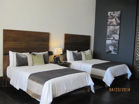 NIZUC Resort and Spa: Bedroom with 2 Queen Beds