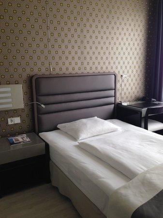 H10 Berlin Ku'damm: Bed