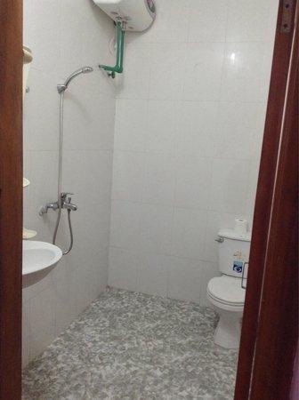 Sapa Graceful Hotel : Toilette de dortoir ( dorm toilet)