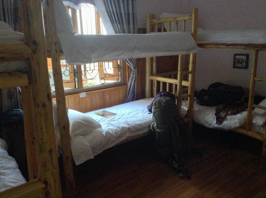 Sapa Graceful Hotel : Dorm**dortoir avec lit en bois très confortable